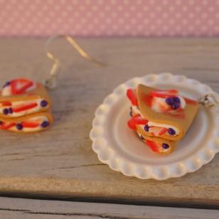 Crepes s jahodami a borůvkami