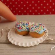 Modré donuty s barevným posypem