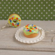 Zelené puntíkované donuty
