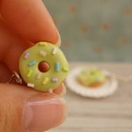 Zelené donuty s barevným sypáním