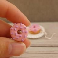 Růžovo-fialové donutky