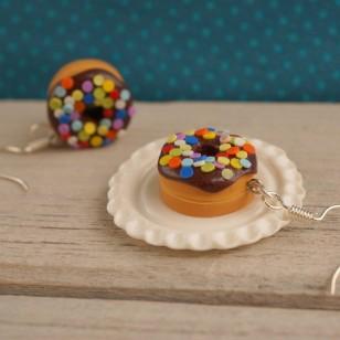Čokoládové puntíkované donuty